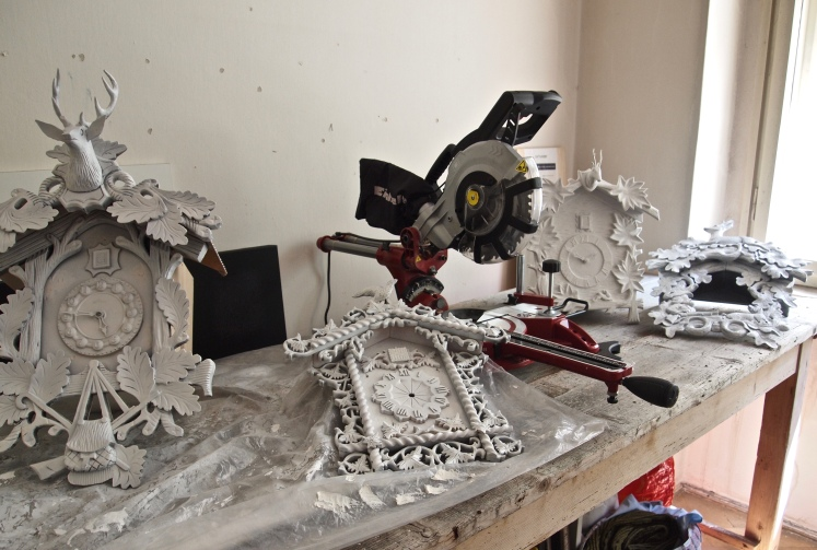 Construction of cuckoo clock housings for video